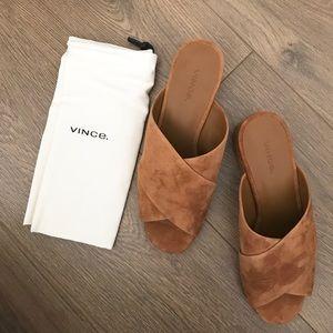 ⬇️Vince Suede Sandals